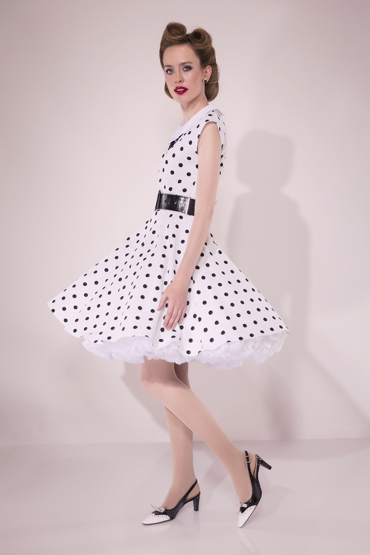 Damenmode 1950 präsentiert vom Model und Autorin Laura Kipfer