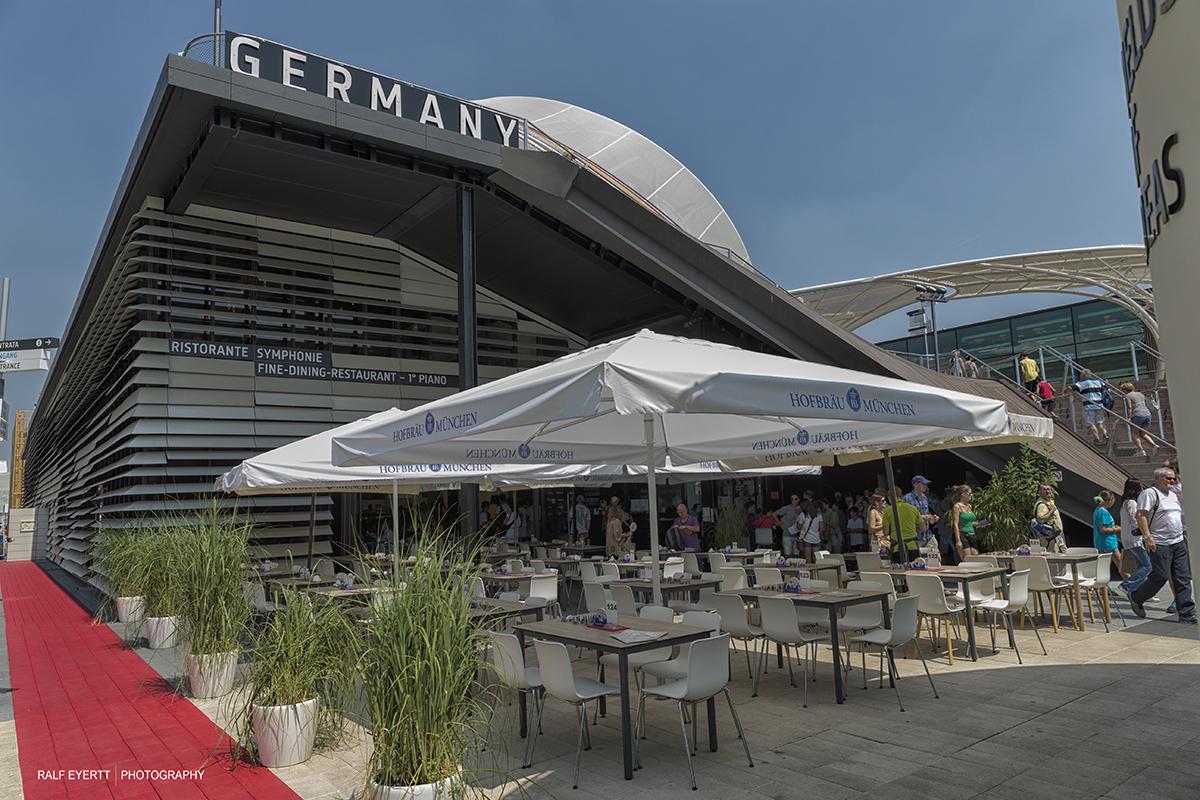 Deutschland präsentiert sich Bayrisch.. mit Hofbrau Garten im Vordergrund