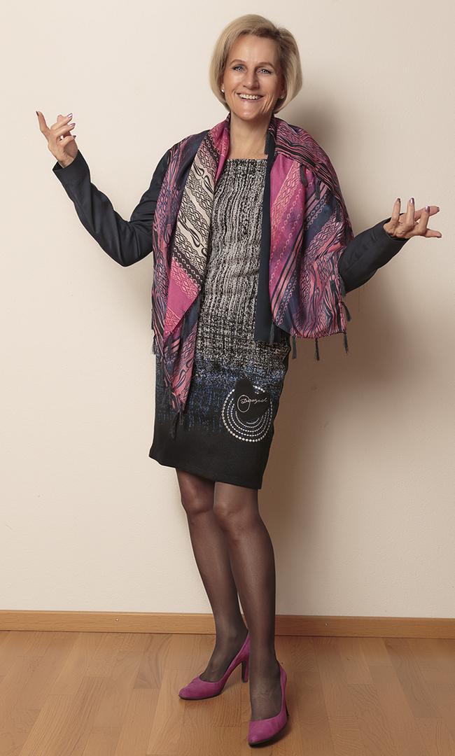 Blazer Esprit, Kleid Desigual, Schuhe Guilty
