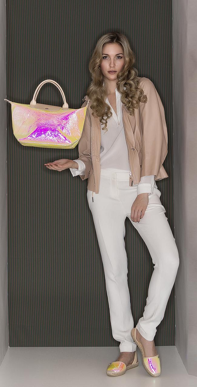 A casual day: perfekt um ihn mit der besten Freundin zu verbringen Bluse ba&sh Lisa Hose ba&sh Nuage Lammlederjacke Longchamp Espadillas Longchamp Tasche Le Pliage Cuir Irise Longchamp