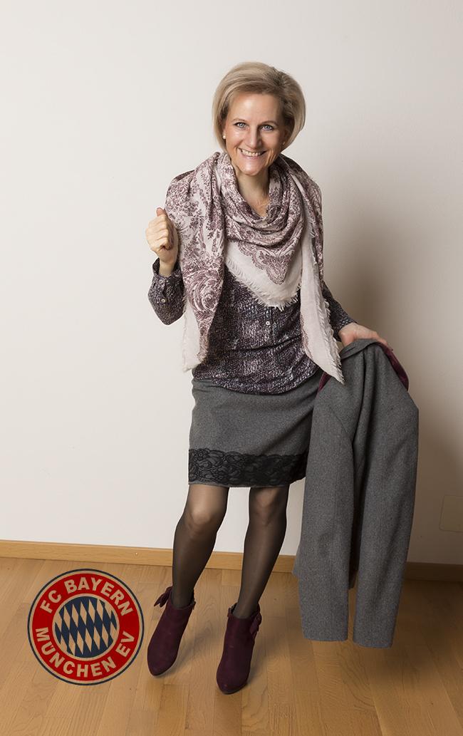 Anzug/Kostüm More&More, Bluse Street One, Schal H&M, Schuhe Graceland