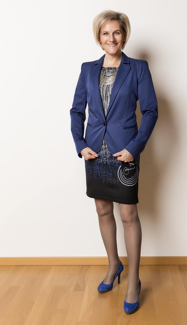 Blazer Tussardi Jeans, Kleid Desigual, Schuhe YKX&Co, Halskette Como Schnäppchen