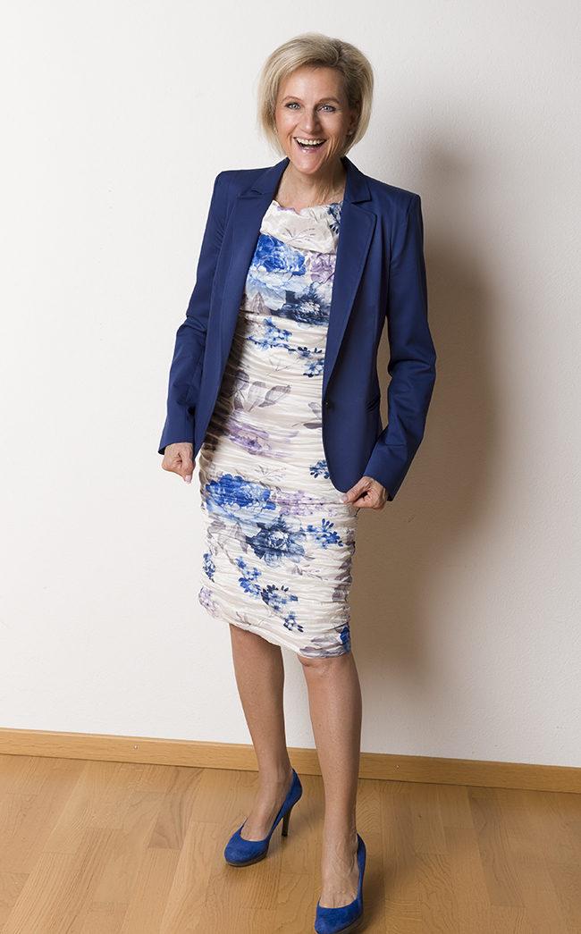 Blazer Tussardi, Kleid Phase Eight, Schuhe YKX&Co