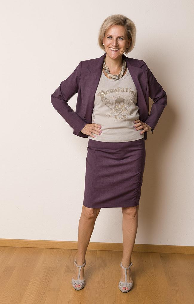Kostüm/Anzug Sei Unica, Shirt F&2, Schuhe Patrizia , Kette Zara