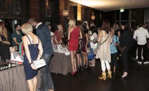 Verkaufs Ausstellung im Foyer des Zürcher Club Aura zur ghd Präsentation