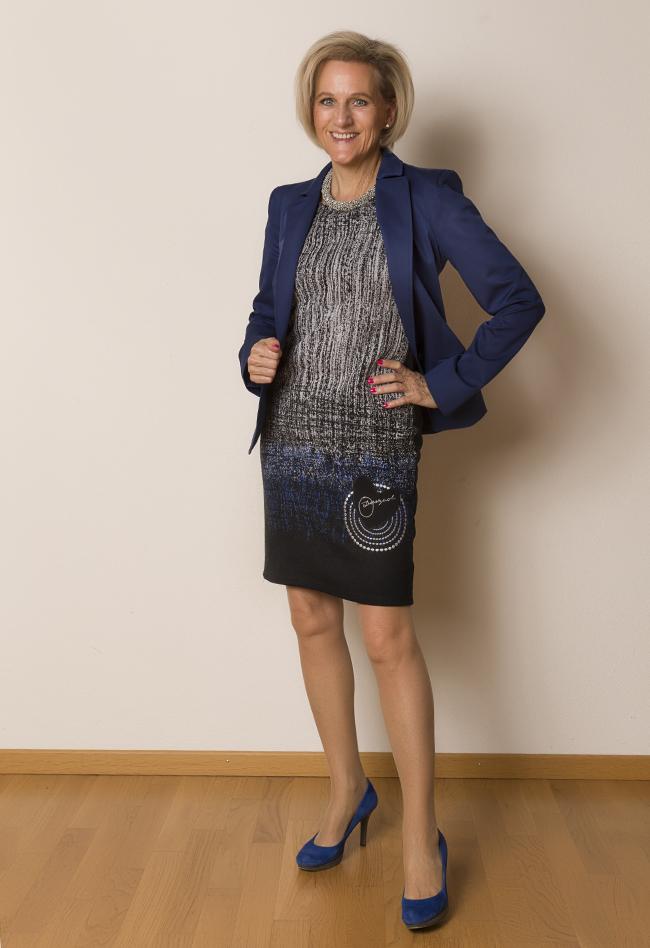 Blazer Trussardi, Kleid Desigual, Schuhe XYK&Co.