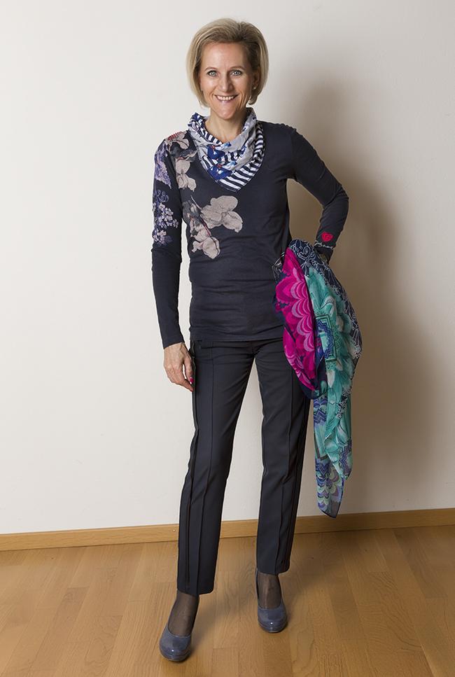 Shirt + Schal Desigual, Hose B&B Collection, Schuhe Tamaris