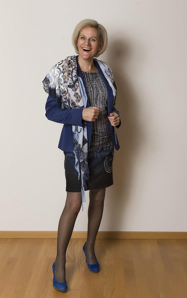 Blazer Tussardi Jeans, Kleid Desigual, Schal Bonita, Schuhe YKX&Co