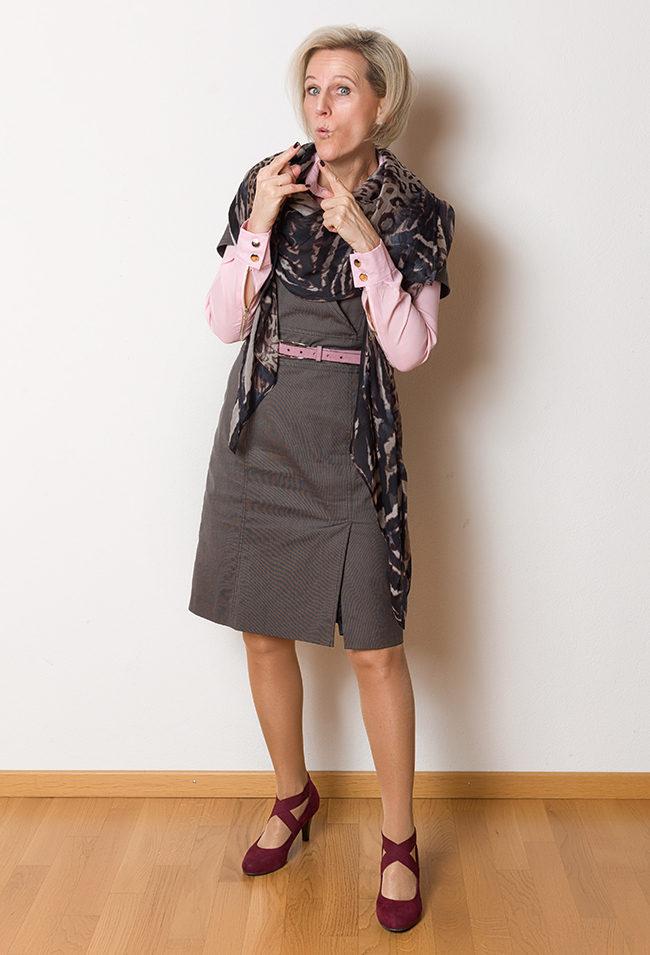 Kleid s'Oliver, Bluse Sampletext, Schuhe Pesaro