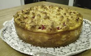 Pflaumen-Käse-Kuchen mit Marzipanstreuseln